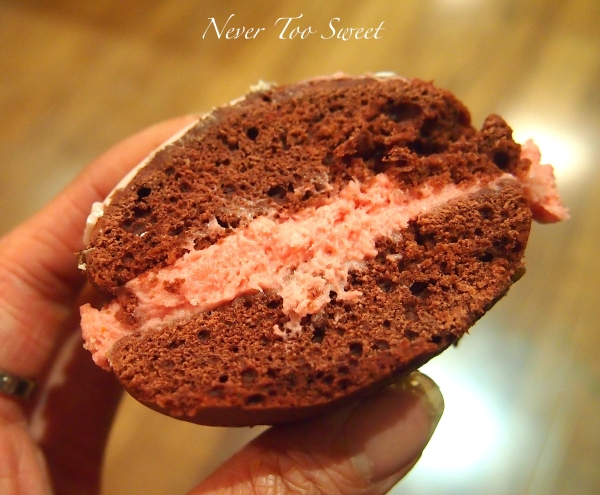 Handheld cupcake