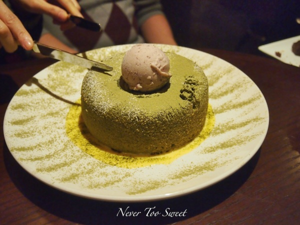 Chocolate Mui Mui cutting it professionally :D