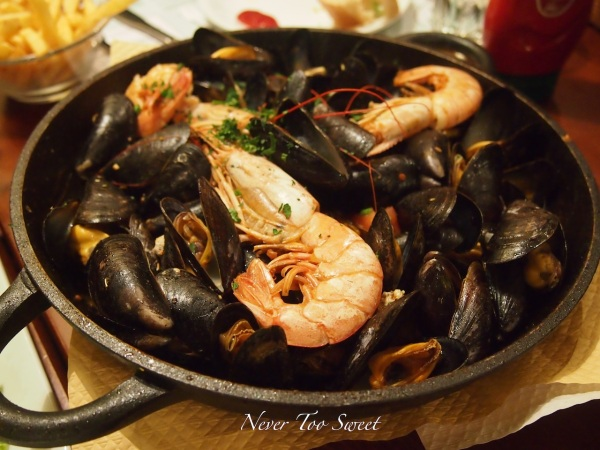 Seafood Style Mussels €21($28.86AUD)