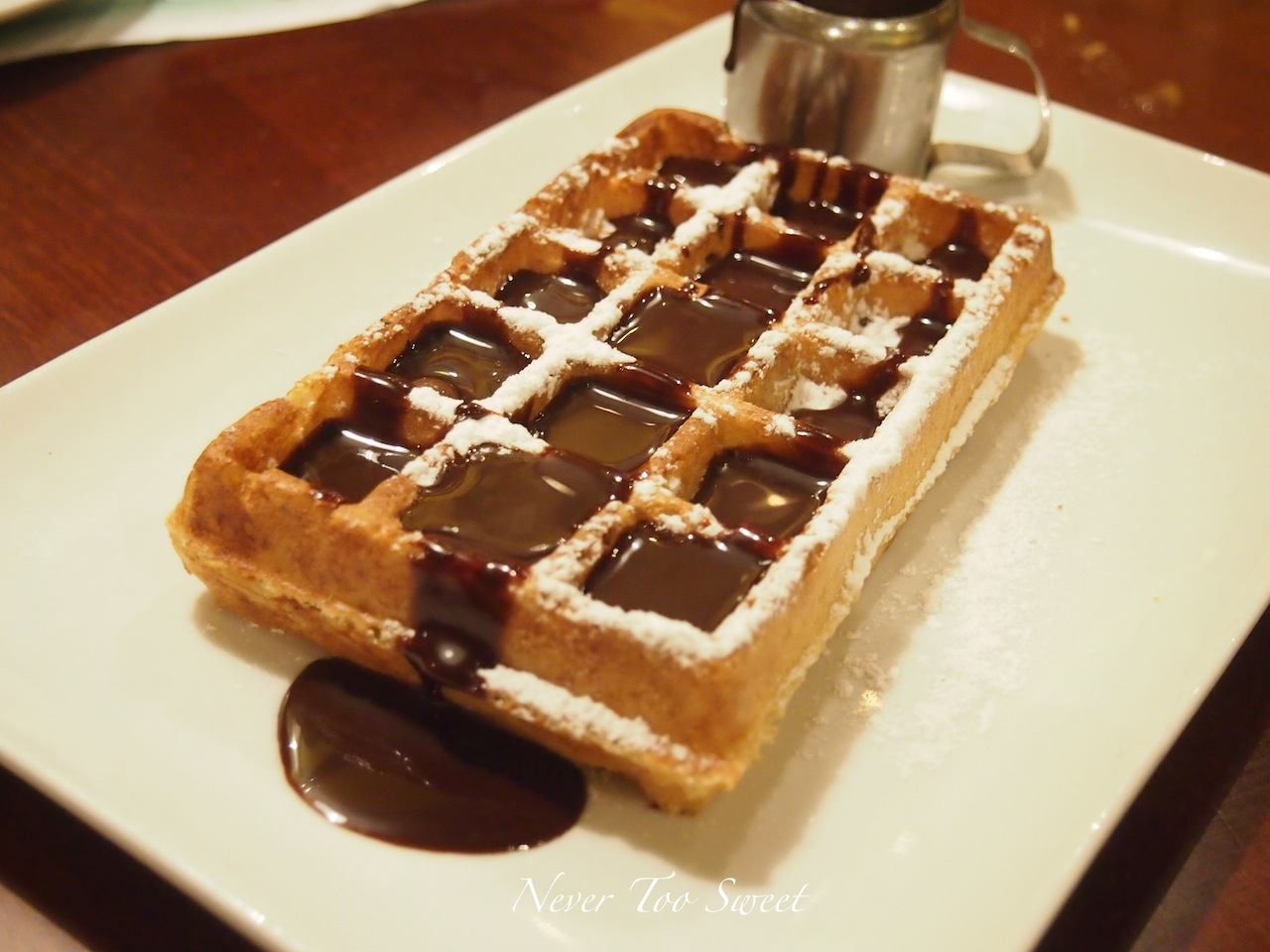 gingerbread waffles with hot chocolate sauce gingerbread waffles ...
