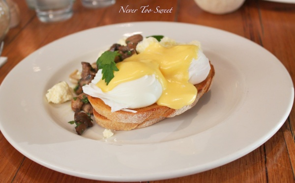 Pan fried Free range eggs on organic toast with wild mushrooms, crumbled feta and hollandiase $19