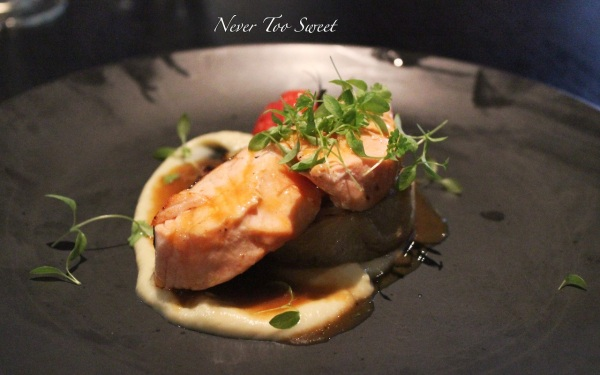Pan seared Tasmanian salmon, fennel puree, caramelised fennel, bisque sauce