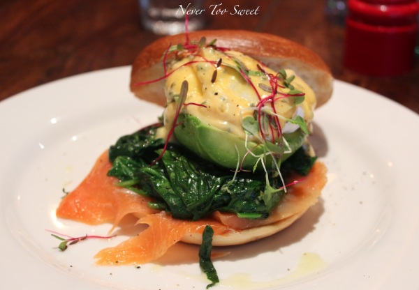 Toasted Glicks bagel w/smoked salmon,spinach, avocado, poached eggs & chilli lime hollandaise $18