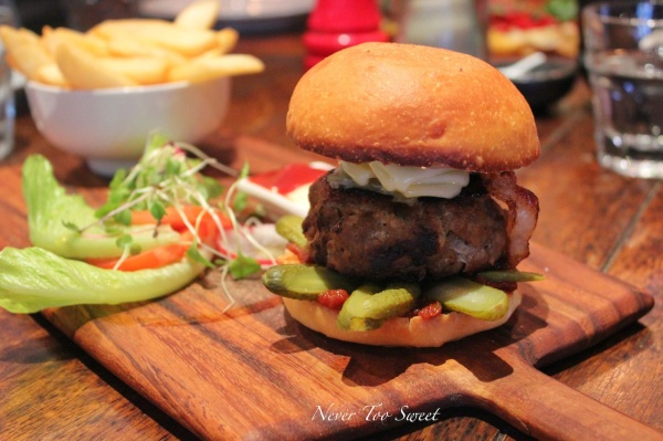 Wagyu beef burger, brioche bun, gruyere cheese,smoked bacon,tomato relish & sliced pickles w/fat chips, crisp baby cos,tomato & aioli $21