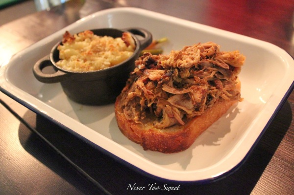 Pulled pork with mac and cheese $19