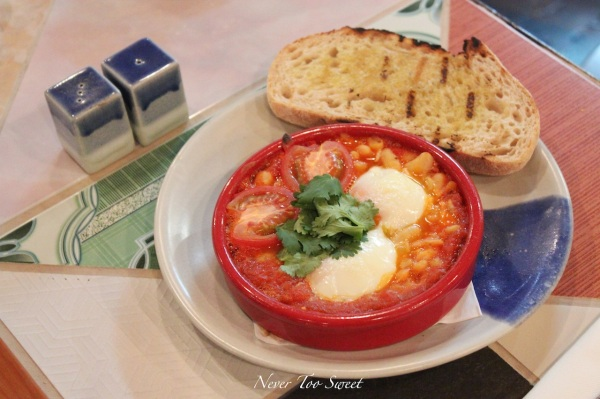 Baked eggs, oven dried tomato, bean and capsicum puree $15.5