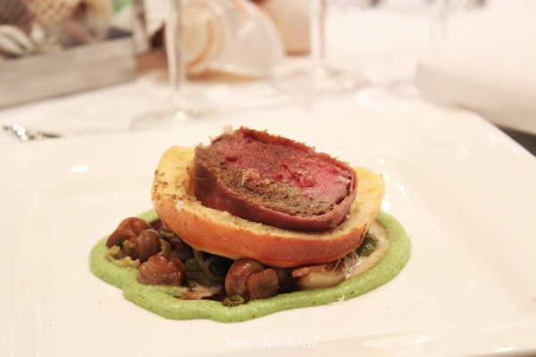 Beef welington with pea puree and bacon mushroom mix