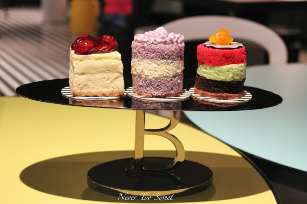 Awesome cake stand!