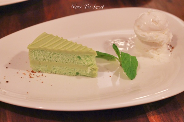 Pandan chiffon cake with coconut ice-cream