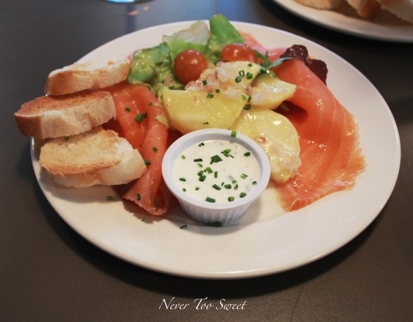 Smoked salmon with French dressing $15