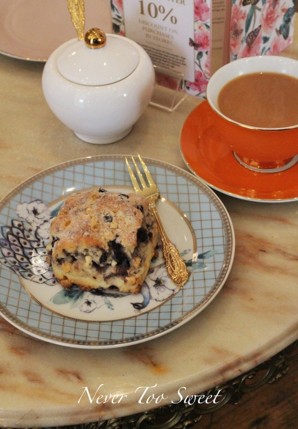 Blueberry and White Chocolate Scone with tea